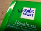 Grün-weißer Sport am schwarz-weißen Brett